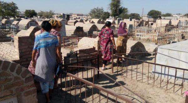 Теперь в Бухаре: сотни людей выгнали на кладбище на очередной принудительный «хашар»