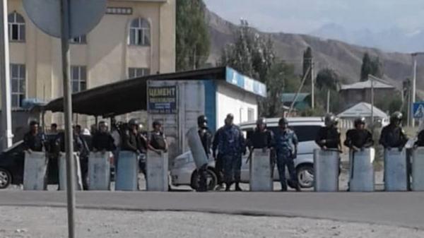 Спецслужбы Кыргызстана начали новый штурм резиденции Атамбаева