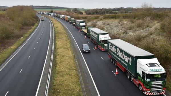 """Британии грозит нехватка еды, бензина и лекарств при """"брексите"""" без договора: правительственное досье"""