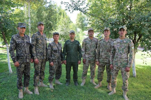 Ўзбекистон армиясида бўйи 190 см.дан баланд бўлган ҳарбийларга қандай имтиёзлар берилади