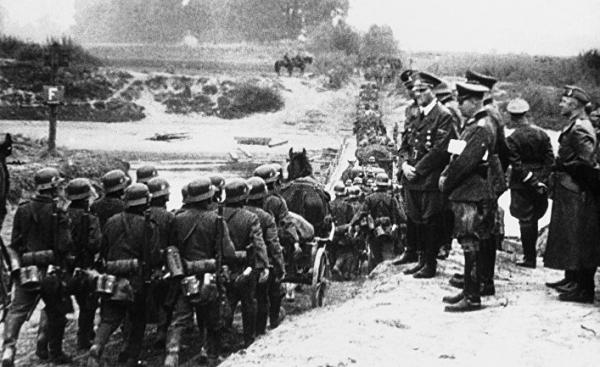 Польша перекраивает историю: победителей в Варшаву никто не приглашает (Политика, Сербия)