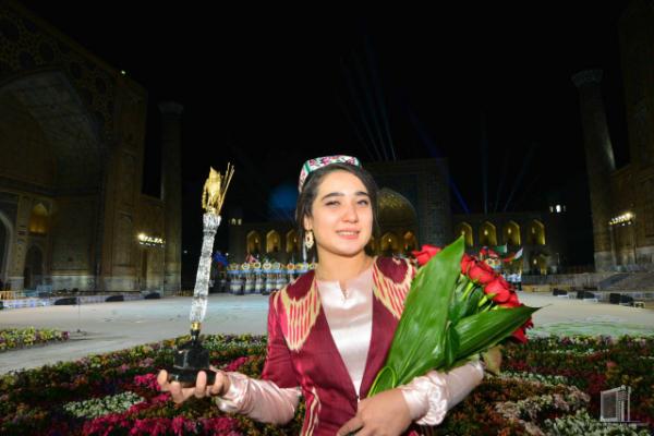 Гран-при фестиваля «Шарк тароналари» и 10 тысяч долларов получила студентка Государственной консерватории
