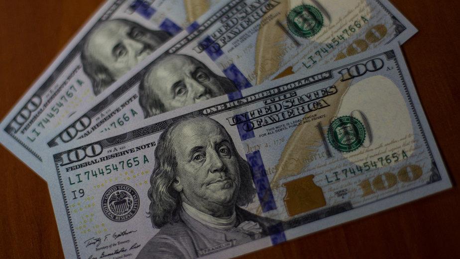 В Узбекистане возросла доля людей, предпочитающих хранить деньги в долларах