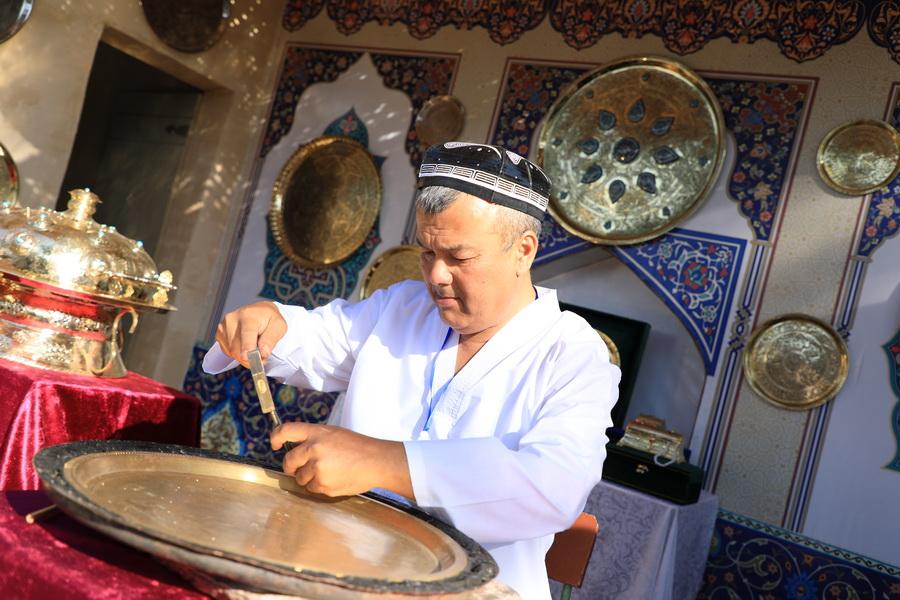 В Узбекистане начался I Международный фестиваль народно-прикладного искусства