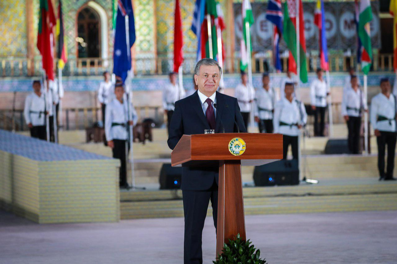 Шавкат Мирзиёев открыл I Международный фестиваль народно-прикладного искусства
