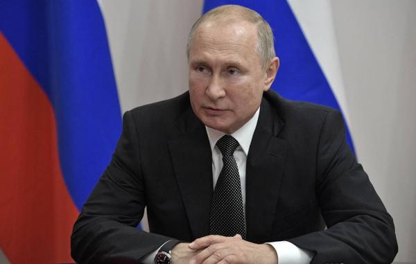 Путин упрекнул в непорядочности чиновницу, оскорбившую пострадавших от паводка в Тулуне