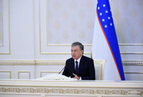Шавкат Мирзиёев федерациялар ва ҳокимликларни танқид қилди