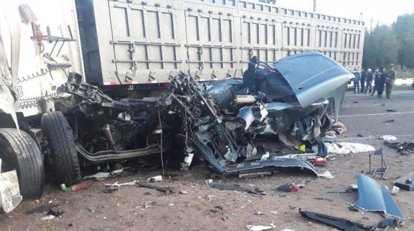 Смертельное ДТП в Ангрене: товарный поезд столкнулся с грузовиком и сошел с рельсов