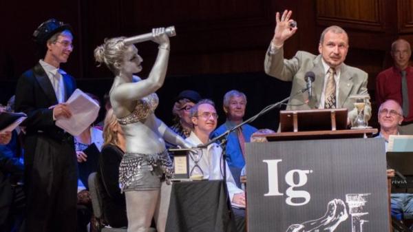 О Шнобелевской премии - серьезно, или Как важно быть смешным
