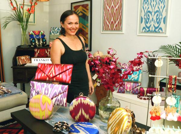 Малазийский бренд Frankitas представил коллекцию сумок и клатчей из иката