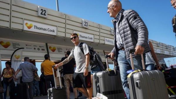 Крах Thomas Cook: в Британии идет крупнейшая операция по возвращению туристов