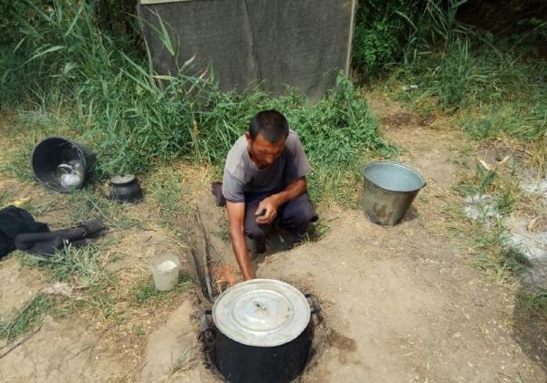 Семерых узбекистанцев спасли из рабства с плантации, где выращивали дыни и коноплю