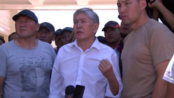 """Дело Атамбаева: от мечети до """"Апреля"""". В чем обвиняют экс-президента Кыргызстана"""