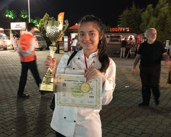 Кондитер Хилола Абзалова выиграла гран-при Чемпионата по приготовлению восточных сладостей в Турции