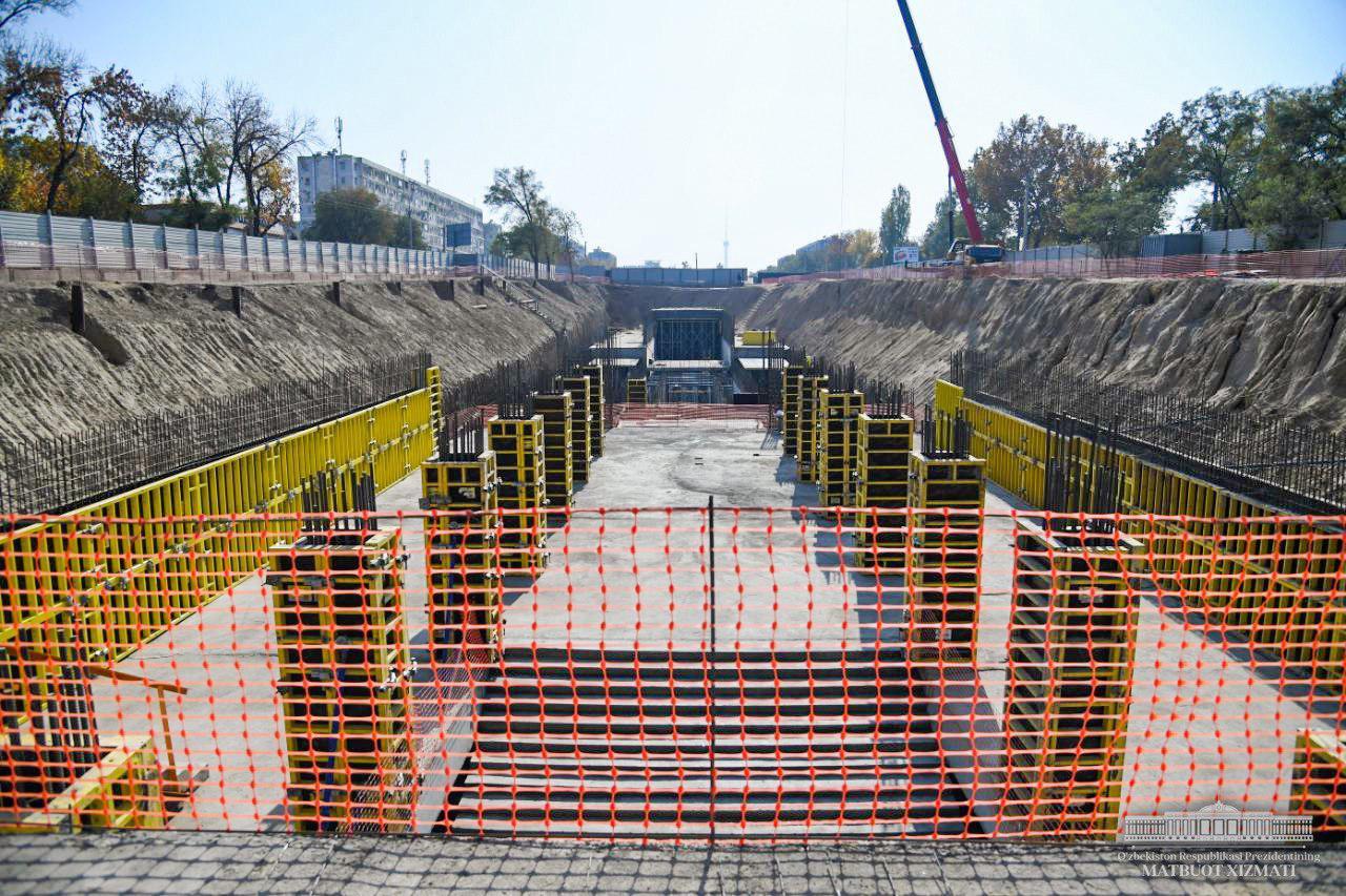 Шавкат Мирзиёев  ознакомился со строительством станций Юнусабадской линии метро (фото)