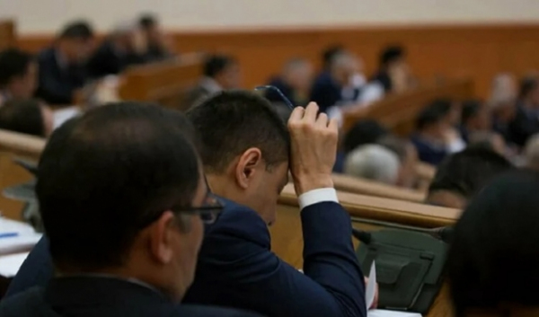 "Ўзбекистонда амалдорлар учрашувларда ухлаб қолади – ""Reuters"""