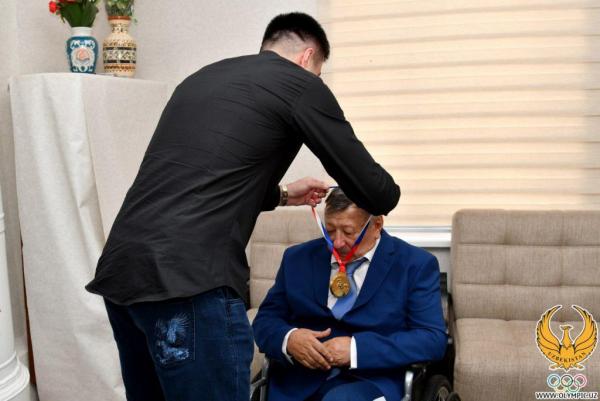 «Ташкентского тигра» Руфата Рискиева поздравили с 70-летием (фото)