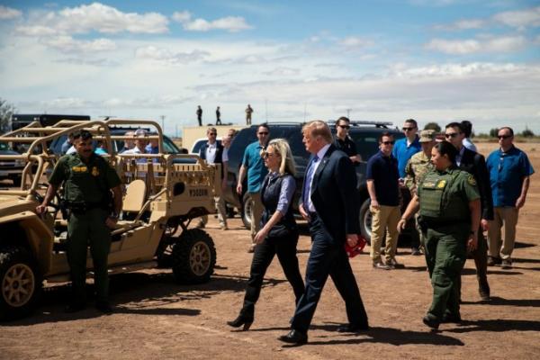 Доналд Трамп Мексика билан чегарани илон ва аллигаторлар билан «қуроллантириш»ни таклиф қилди