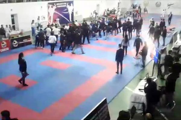 Судья и два тренера устроили драку на Кубке Узбекистана по карате (видео)