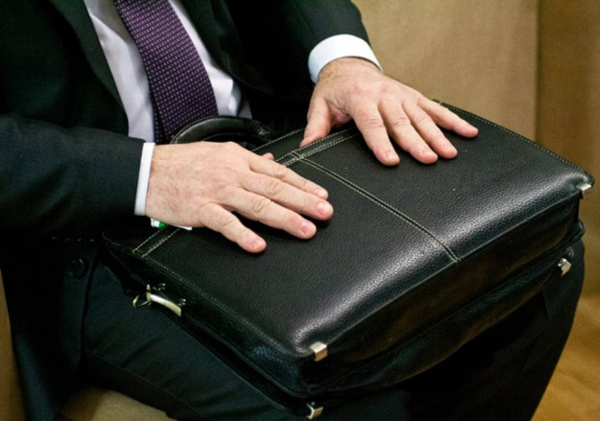 Бывший чиновник аппарата президента торговал должностями министров, хокимов и ректоров