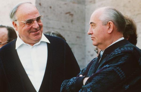 Три причины того, почему Горбачев отказался от своих союзников и сделал возможным воссоединение Германии
