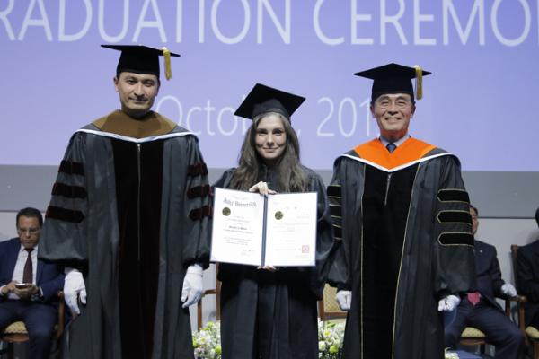 Выпускники Университета Инха в Ташкенте впервые получили два диплома