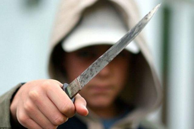 В Бекабаде трое подростков устроили в кафе  драку с поножовщиной