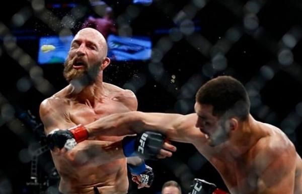 Первый узбекский боец в UFC Махмуд Мурадов красиво нокаутировал соперника, выбив капу у него изо рта