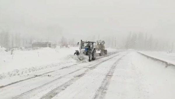 Автотрасса на перевале Камчик очищена от снега: движение восстановлено