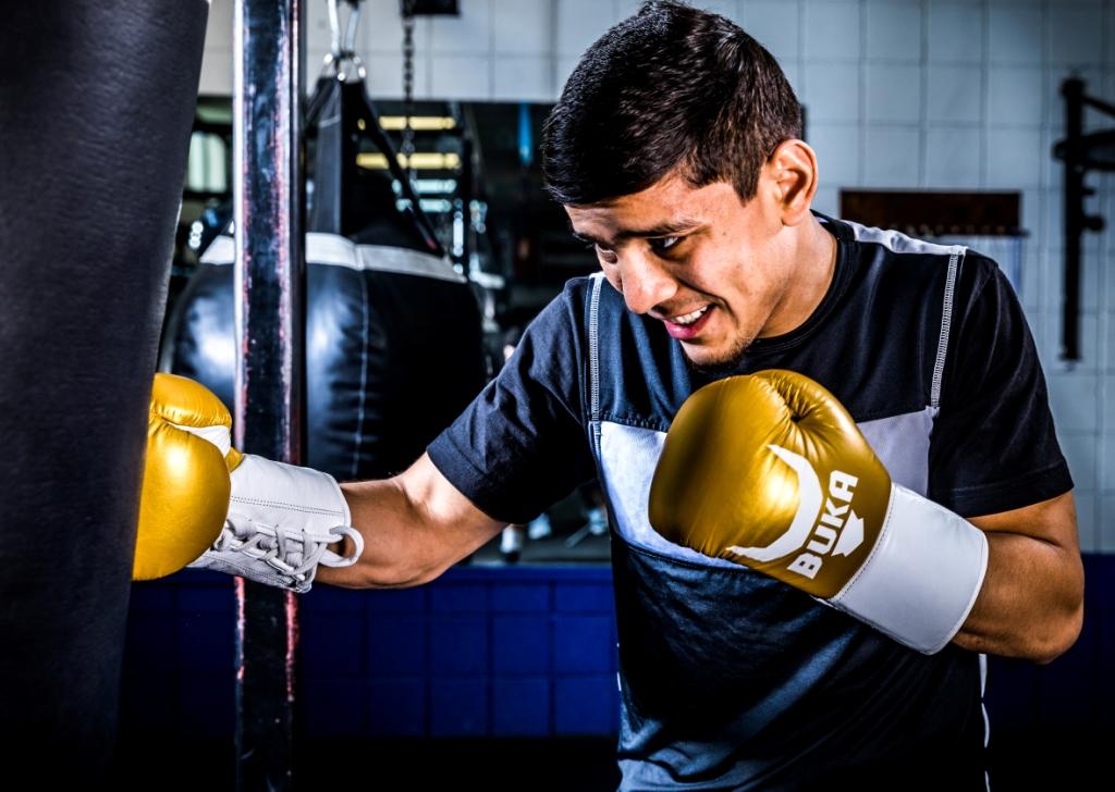 Бой за чемпионский титул в Майами: Муроджон Ахмадалиев vs действующего чемпиона Дэниэла Романа