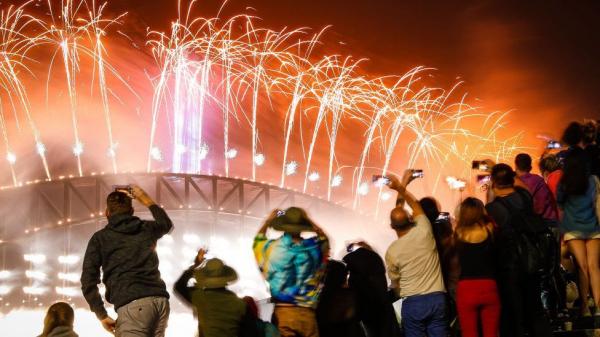 Как в мире встречали 2020-й год: фейерверки, факелы, пожары