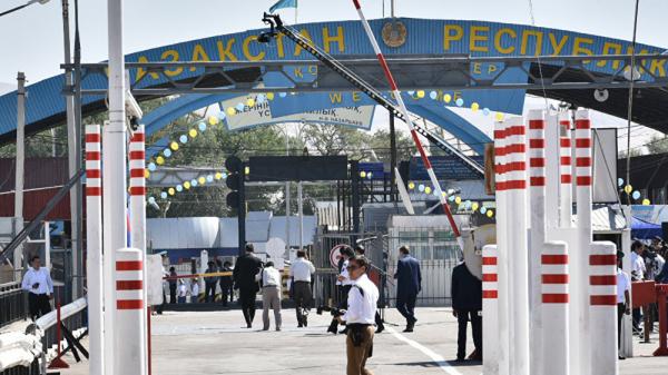 У граждан Узбекистана вымогают деньги за переход границы с Казахстаном
