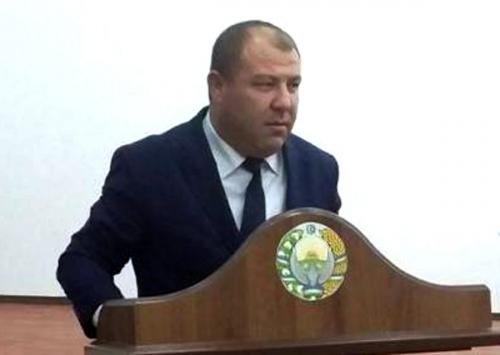 Хоким Мингбулакского района оштрафован на 4,4 миллиона за оскорбление подчиненных