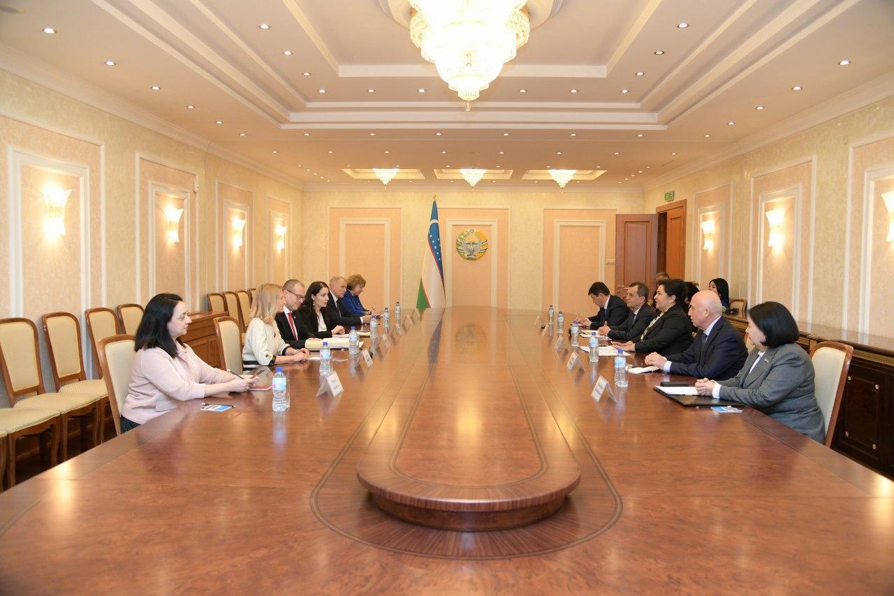 Директор Европейского регионального бюро ВОЗ Ханс Клюге и Председатель Сената Олий Мажлиса Танзиля Нарбаева обсудили работу по борьбе с короновирусом