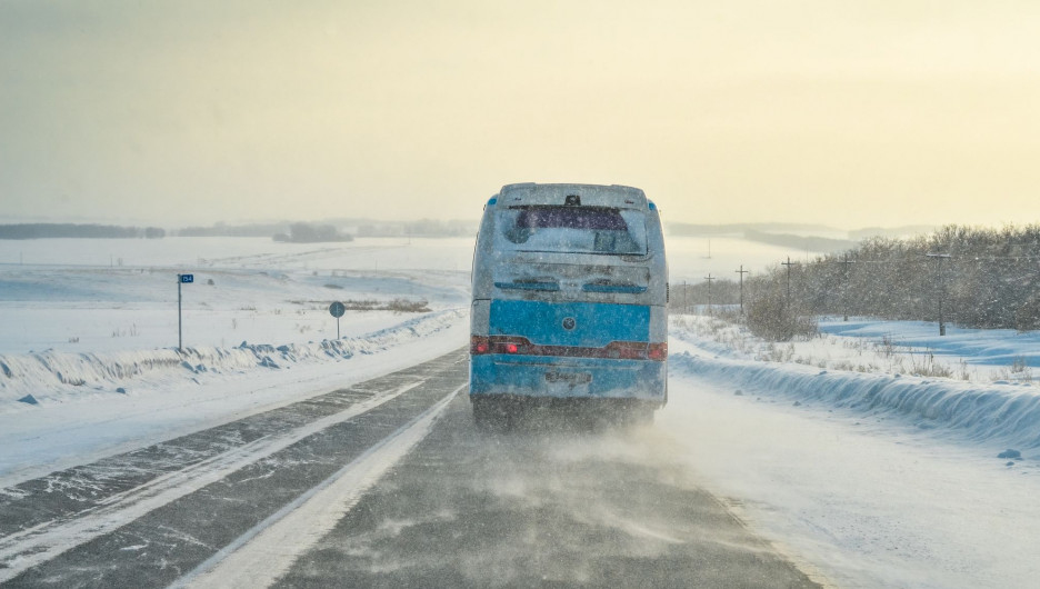 Автобусы c узбекистанцами застряли в казахской степи из-за непогоды