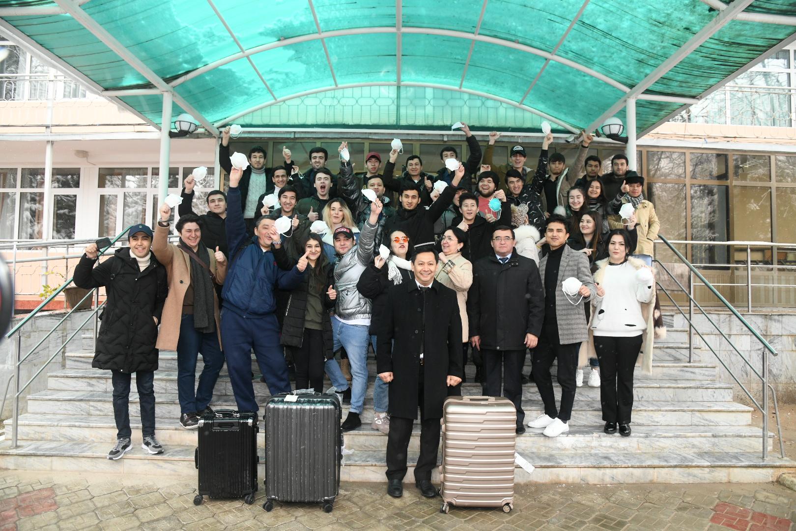 Завершился карантинный срок граждан, прибывших в Узбекистан из Китая (фото)
