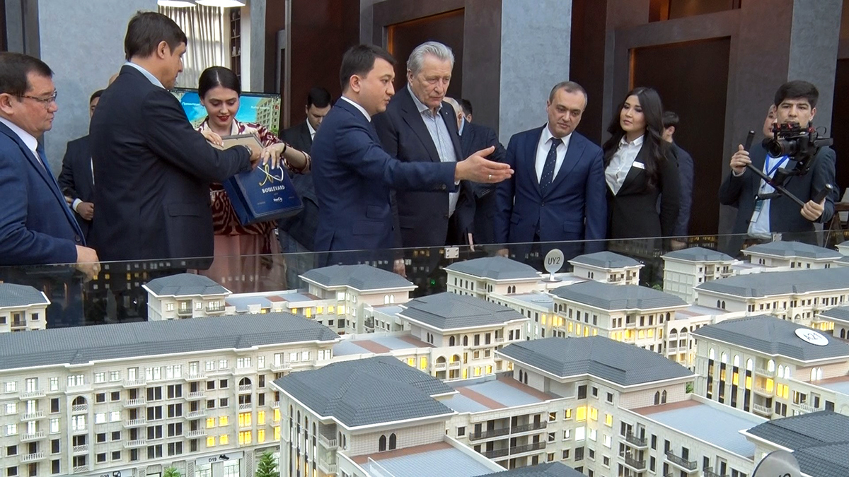 Знаменитым российским хоккеистам подарили квартиры в центре Ташкента (видеорепортаж)