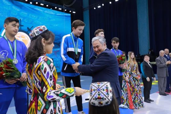 Узбекские патриоты иногда рождаются и в США