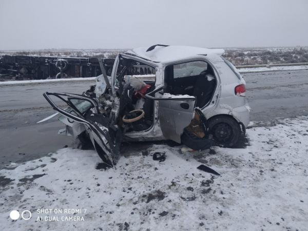 Превысил скорость на скользкой дороге: в Каракалпакстане при столкновении с грузовиком погибли четыре человека, включая младенца
