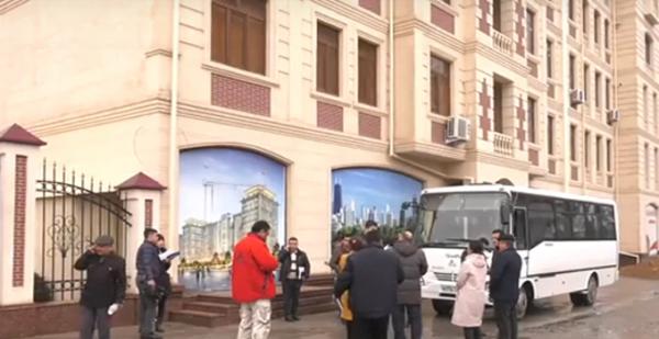 В Самарканде сносят верхние этажи зданий в исторической части города: в одной из новостроек уже живут люди (видео)