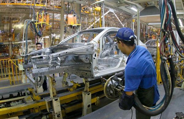Госкомстат: в январе в Узбекистане увеличилось производство легковых автомобилей,  табачных изделий  и алкоголя