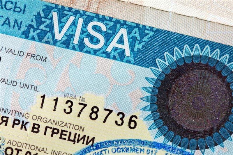 Казахстан продлевает иностранцам визы и рабочие разрешения