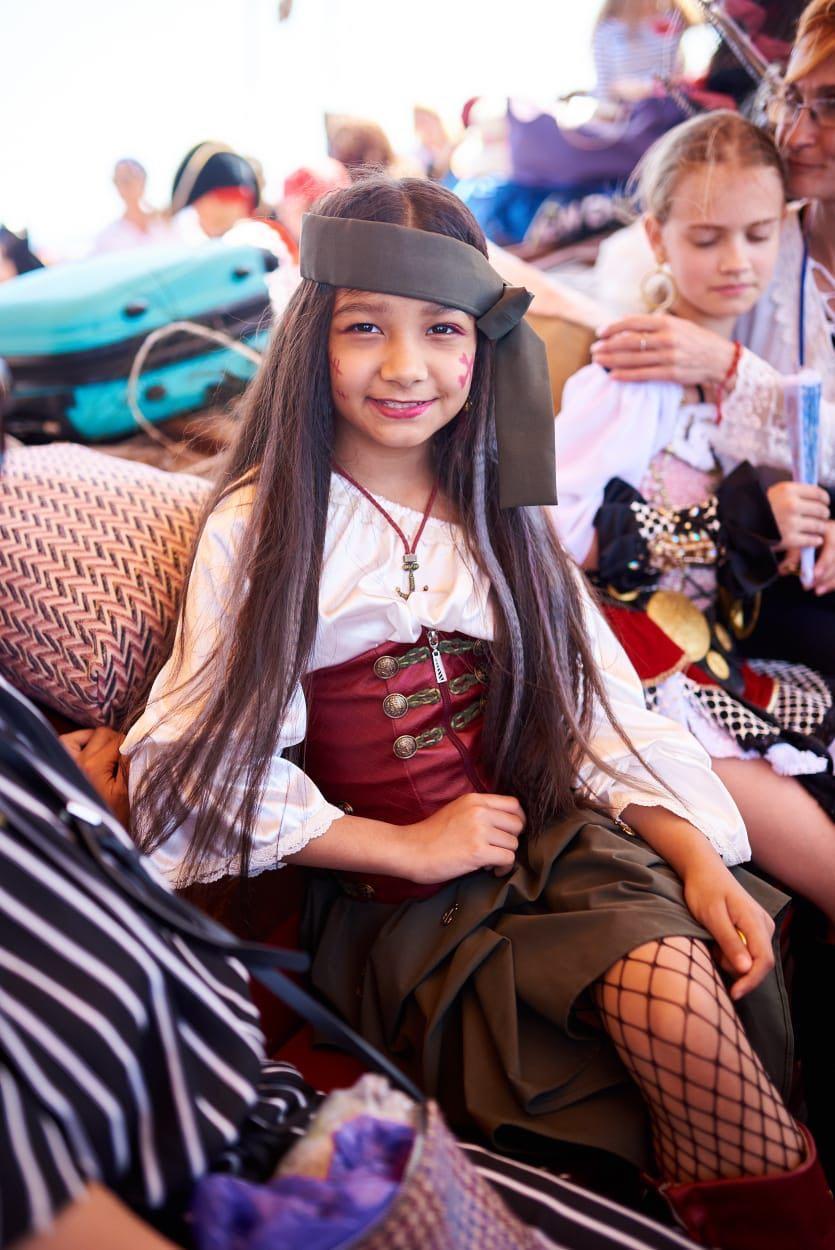 Юные модели из Узбекистана покоряют Канарские острова