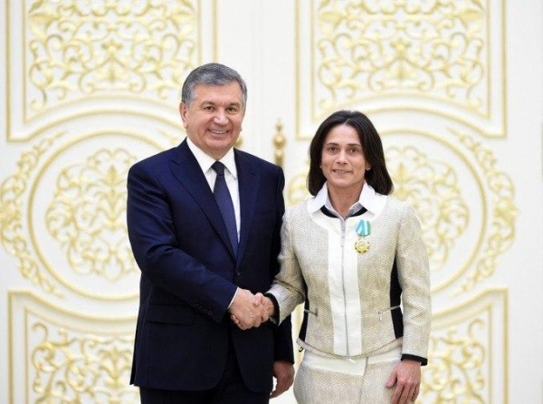 Президент наградил Оксану Чусовитину почетным званием «Узбекистон ифтихори»