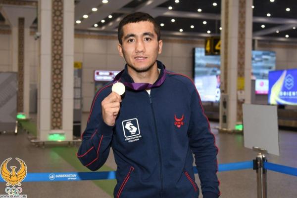 Боксеров национальной сборной, завоевавших 7 лицензий на Олимпиаду-2020, в Ташкентском аэропорту встречал оркестр (фото)