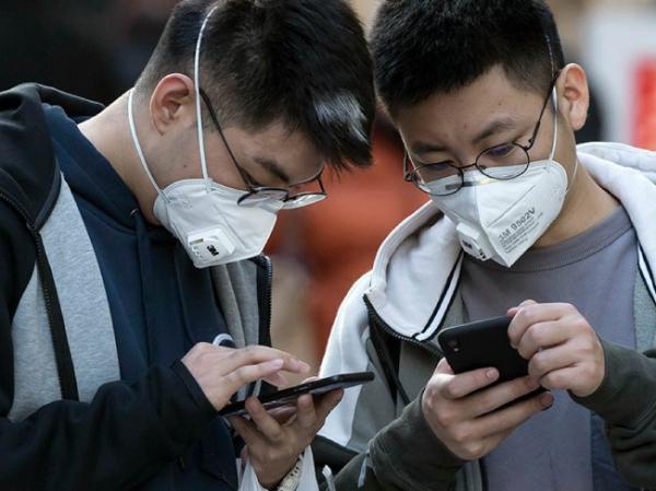 У граждан, зараженных коронавирусом или находящихся в карантине, временно конфискуют телефоны и банковские карты