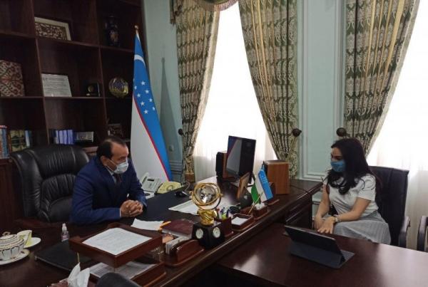 Певицу Мунису Ризаеву вызвали к министру культуры за хождение по улице без маски