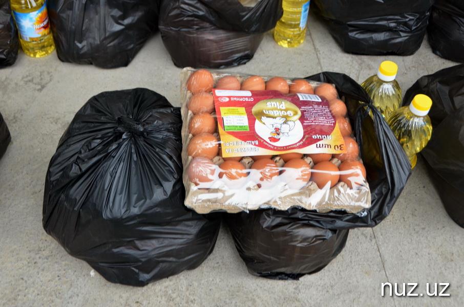 В Ташкенте неравнодушные граждане организовали раздачу продуктовых пакетов пожилым и малоимущим людям (фото, видео)