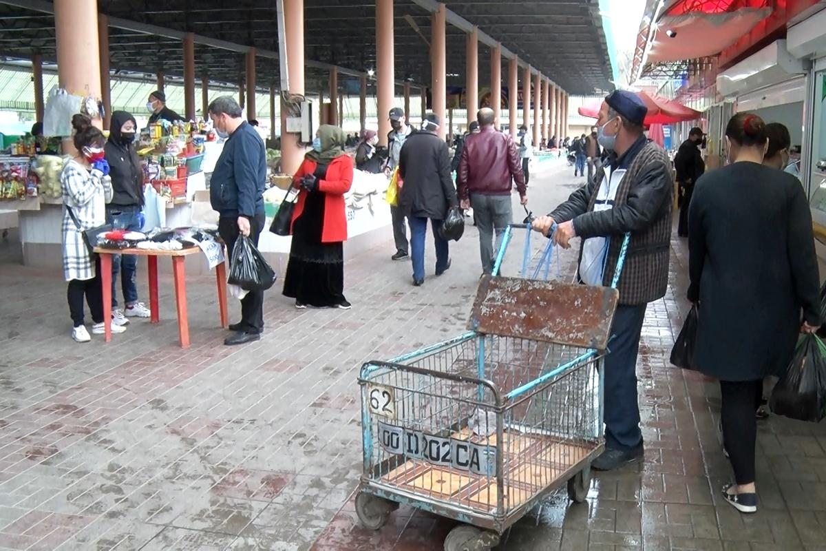 Как поменялась жизнь ташкентцев в условиях карантина, хватит ли на всех еды и как не сойти с ума в четырех стенах (видеорепортаж со столичных рынков)