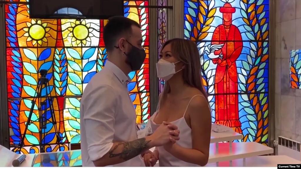 Бесконтактная свадьба: из-за коронавируса молодожены из Кыргызстана поженились онлайн